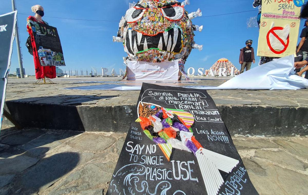 Monster Sampah di Makassar